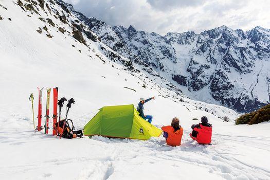 Emozioni con la tenda, 12 trekking da scoprire con Orobie nel 2018