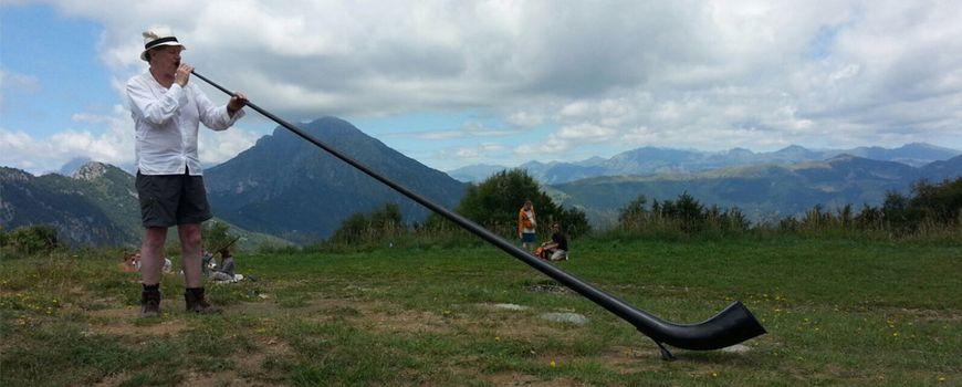 Martin Mayes e la magia del corno delle Alpi
