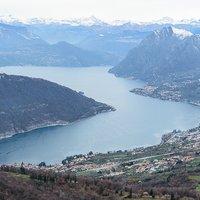 Ciao Emanuele, e' stata una vista inaspettata, penso sia uno dei punti migliori per ammirare il lago d'Iseo. Buona serata!