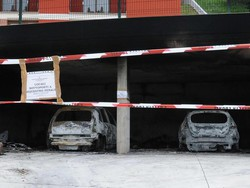 Incendio doloso a foresto sparso bruciate due auto in un for Aggiunta di due box auto