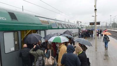 Ryanair l aereo batte il treno un disastro senza l orio - Si puo portare l ombrello in aereo ...