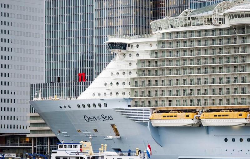 La nave pi grande del mondo a rotterdam galleria for La villa piu grande del mondo
