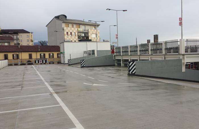 Autolinee il parcheggio piace oltre 70 abbonamenti in 48 for Piani di costruzione di storage rv