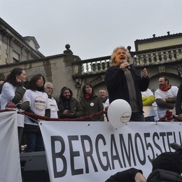 Grillo a Bergamo la sera del 13 maggio  Comizio-show in piazza Vittorio Veneto