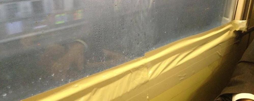 Finestre rotte e porte che non si aprono trenord sta - Si aprono finestre pubblicitarie ...