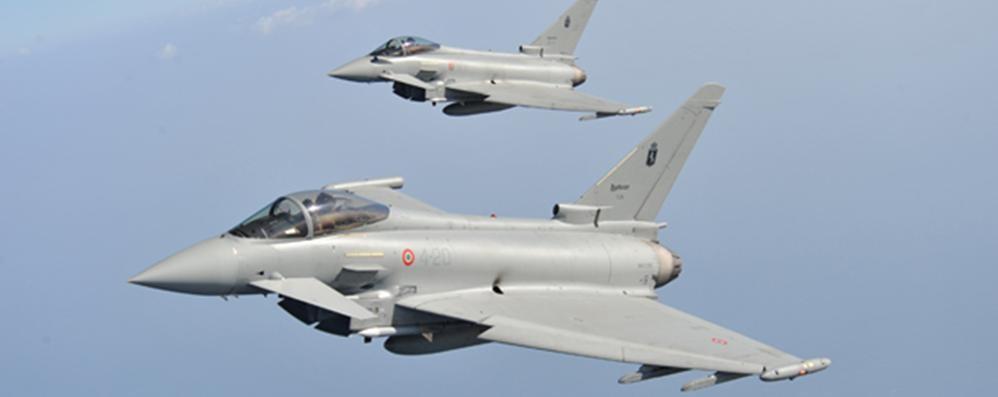Aereo Da Caccia Giapponese : Aereo non risponde allerta terrorismo agganciato da