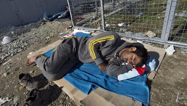 Migranti ikea mancano letti e materassi ansa roma for Ikea letti e materassi