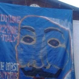 Azzone in versione Anonymous Il sindaco: protesto contro le  prepotenze