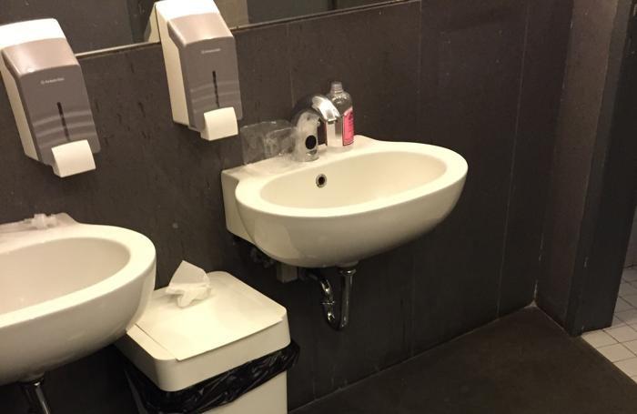 Gamec che incuria il bagno brutta figura con i turisti - Odore di fogna in bagno ...