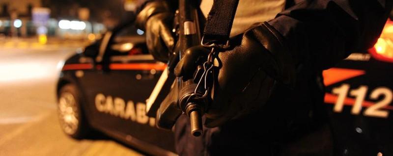Ladri assaltano un bar via le slot sassaiola contro i - Uccelli che sbattono contro le finestre ...