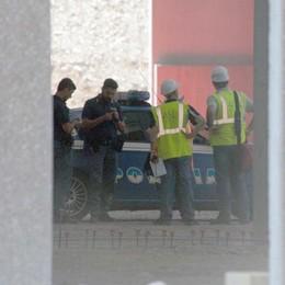 Muore cadendo da un tetto a Brescia È un operaio di 32 anni di Colere