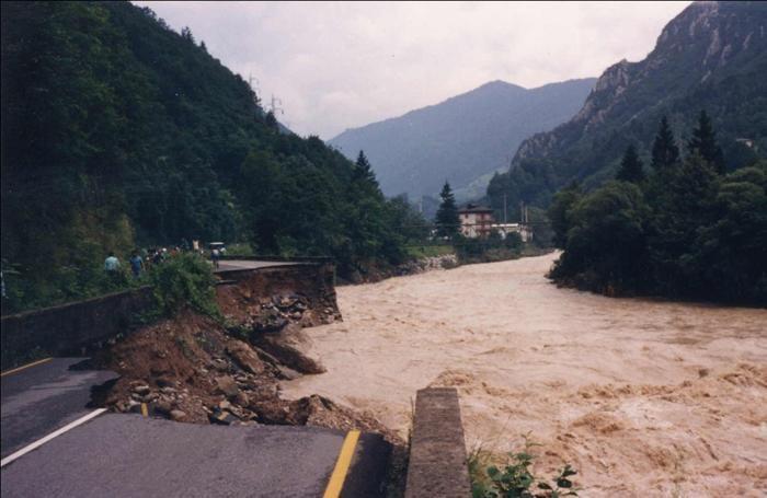 Val brembana gli scatti dell alluvione galleria for Piani di costruzione di storage rv