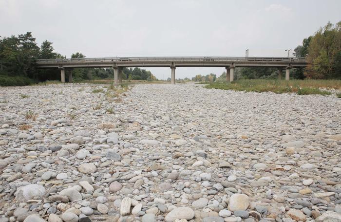 Siccit emergenza al nord laghi e fiumi vicini ai - Portano acqua ai fiumi ...