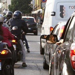 La moto come le biciclette Corsie preferenziali in città