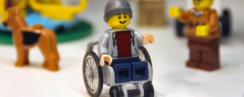 Lego svela il primo personaggio disabile un ragazzo sulla for Fiera di bergamo 2016