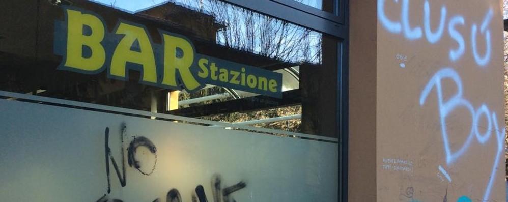 Scritte e muri imbrattati - le foto Nuovi atti vandalici a Clusone