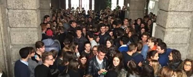 Vittorio Emanuele, protesta degli studenti «Ci vietano l'intervallo nel cortile» - video