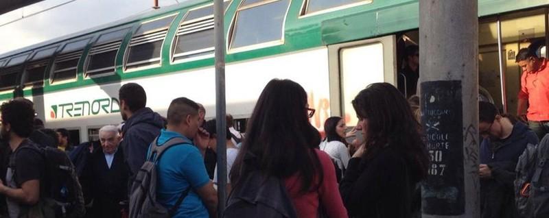 Treni cancellati e guasti a bordo Mattinata difficile per i pendolari