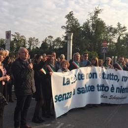 Aeroporto, cittadini e sindaci in marcia «Pretendiamo attenzione» - Video