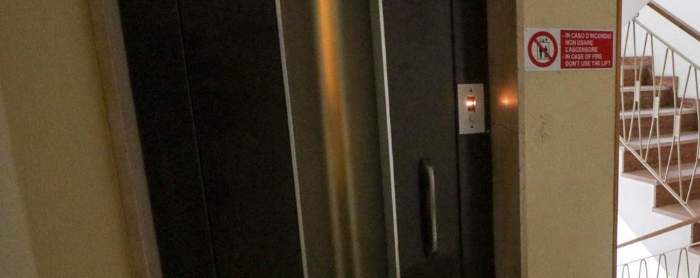 Seriate blocca donna in ascensore ladro svaligia la casa - Ascensore in casa ...
