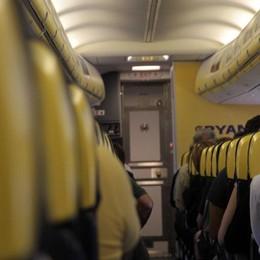 Italiani indisciplinati in volo 1 su 3 va on line anche se vietato