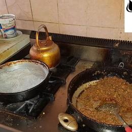 Sporcizia e lavoro nero - foto Sigilli in un kebab a Ciserano