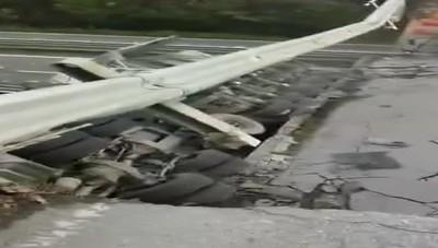 Crolla ponte in Brianza, un morto