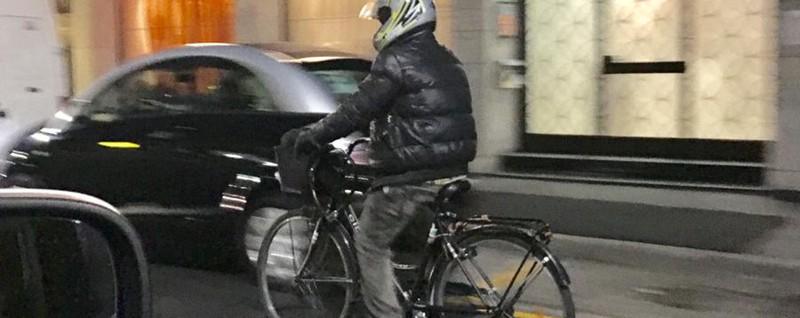 In bici meglio con il casco poi c chi magari esagera for Casco bici citta