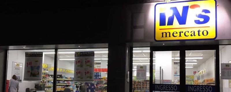 Raid con il coltello al supermarket Attimi di paura in via Clara Maffei