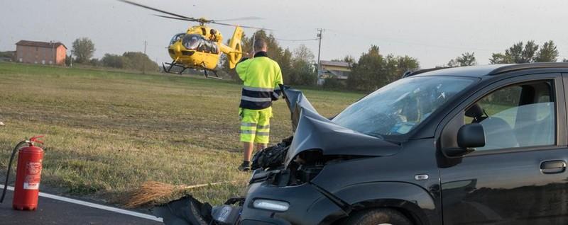 Frontale auto-furgone a Brignano Una 15enne soccorsa con l'eliambulanza