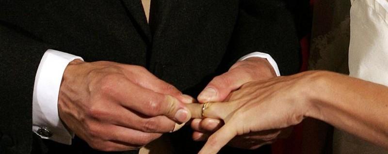 Malore appena dopo il fatidico «Sì» Lo sposo in ospedale, festa rinviata