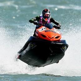 Albano, colpito da malore in officina Lo salva il campione di moto d'acqua
