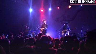 Il cantautore Dente  sul palco del «Druso»