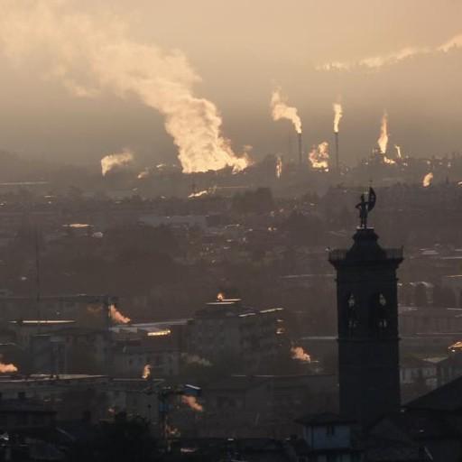 Continuano a salire le polveri sottili Bergamo, in via Garibaldi 93 microgrammi