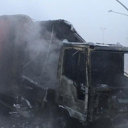 Treviglio, furgone si incendia in strada Intervengono i vigili del fuoco