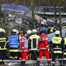 Baviera, schianto fra treni - Foto e video «Almeno 9 morti». Si attiva la Farnesina