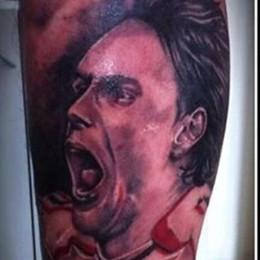 Cene, si tatua Inzaghi sul polpaccio E Pippo lo ringrazia attraverso Fb