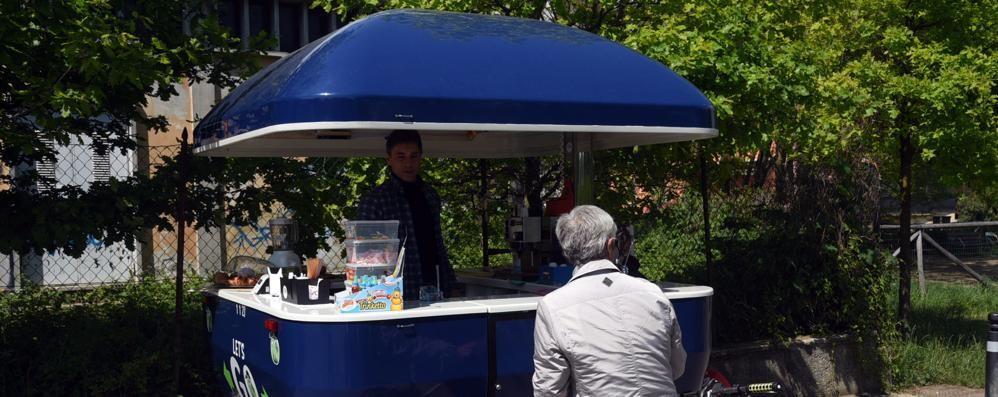 Bon bon e gelati alla greenway c maurizio col chiosco for Bar mobile usato