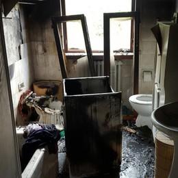 Cade un fulmine, scoppia un incendio Bagno distrutto dalle fiamme a Capriate