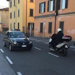 Via Magrini, cambia il senso di marcia «Rischioso». È guerra tra i residenti - foto