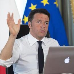 Renzi rilancia sulle tasse: «Tagli all'Irpef» Possibile anche l'abolizione del bollo auto