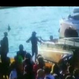 Corre nudo su «The Floating Piers» Bloccato e denunciato dalla Polizia