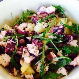 Insalata tiepida: polpo, patate e olive