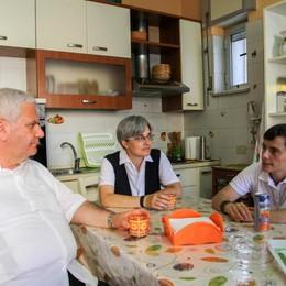 I pellegrini e il vescovo  a Scampia - Video Incontro con i giovani armati di speranza