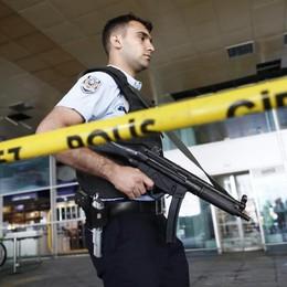Istanbul, sciacallaggio dopo l'attentato Raffica di email truffa anche a Bergamo