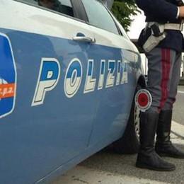 Fugge all'alt e sperona la polizia Arrestato rom scarcerato da poco