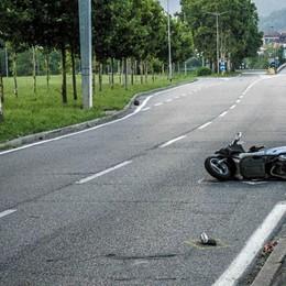 Incidente mortale sulla circonvallazione Schianto in moto di fronte al campo Coni