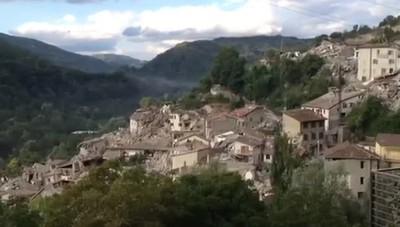 Pescara del Tronto distrutta dal sisma Due fratellini salvati dalla nonna