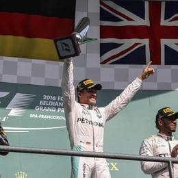 F1: Rosberg ok, Hamilton da ultimo a 3° Subito contatto tra Ferrari: fuori dal podio