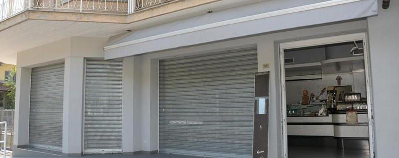 Banditi con le pietre per i proprietari Spaccata a Cologno: migliaia di euro